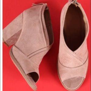 Shoes - Sling back blush mule 2 sizes left